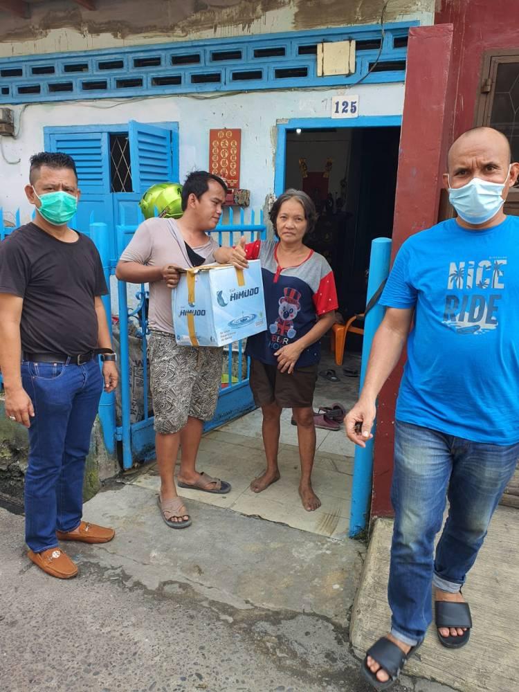 Bhinneka Grup dan Golkar Peduli Imlek, Bagikan Puluhan Paket Sembako Kepada Warga Tionghoa Kurang Mampu