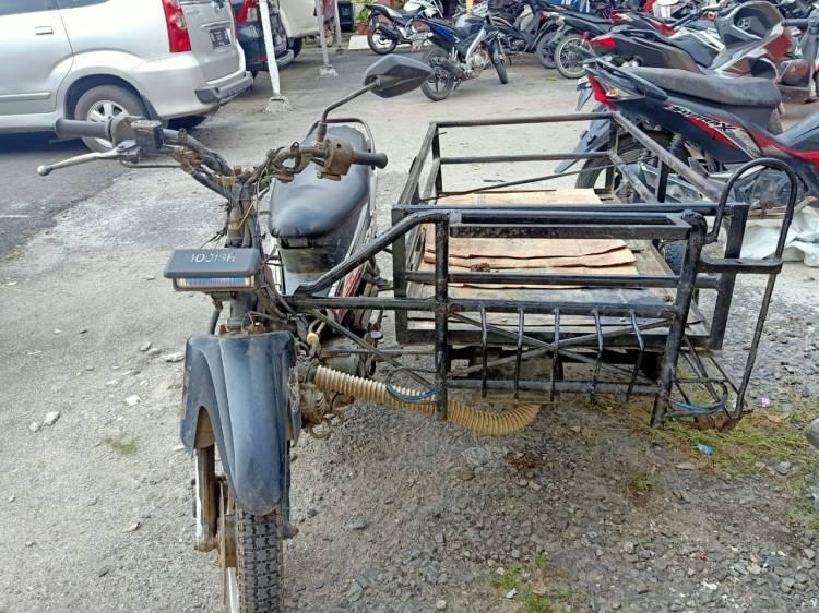 Tabrak Belakang Becak Bermotor, Pengendara Sepeda Motor Tewas