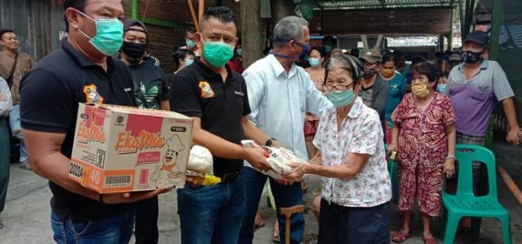 Ketua Pewarta Gulirkan Bantuan Sembako kepada Warga Tionghoa Kurang Mampu Terdampak Corona