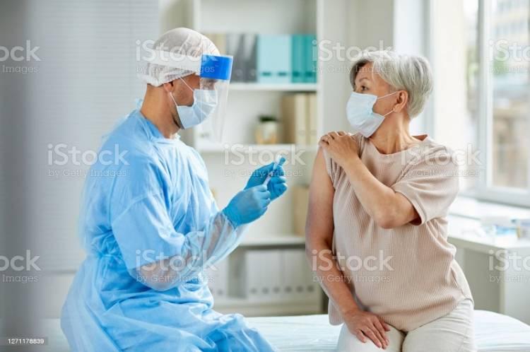 BPOM Keluarkan Izin Vaksin Sinovac untuk Cegah Lansia Terjangkit Covid-19