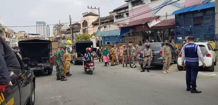 Penertiban PKL di Pasar Petisah, Polsek Medan Baru Kawal Hingga ke Jalan Gatot Subroto
