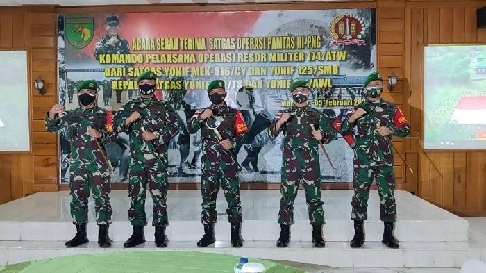 Satgas Pamtas RI-PNG Yonif 125/Simbisa Serah Terima Kodal Operasi dengan Yonif 611/Awang Long
