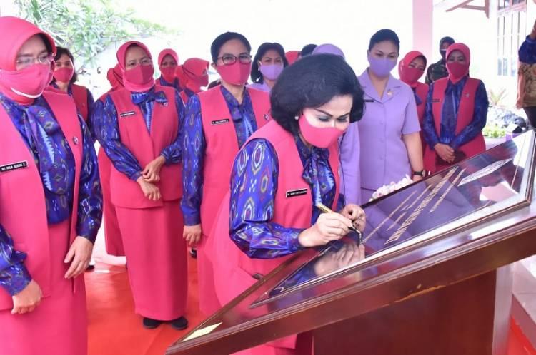 Ketum IKKT PWA Ny Nanny Hadi Tjahjanto Resmikan Kantor Yayasan Tunas Muda IKKT