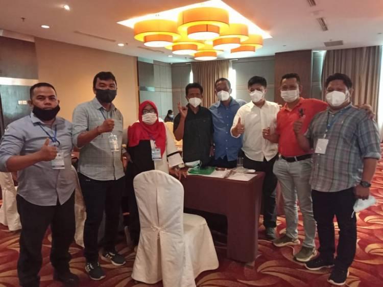 Ketua Pewarta Polrestabes Medan Bagikan Masker untuk Peserta UKW PWI Sumut