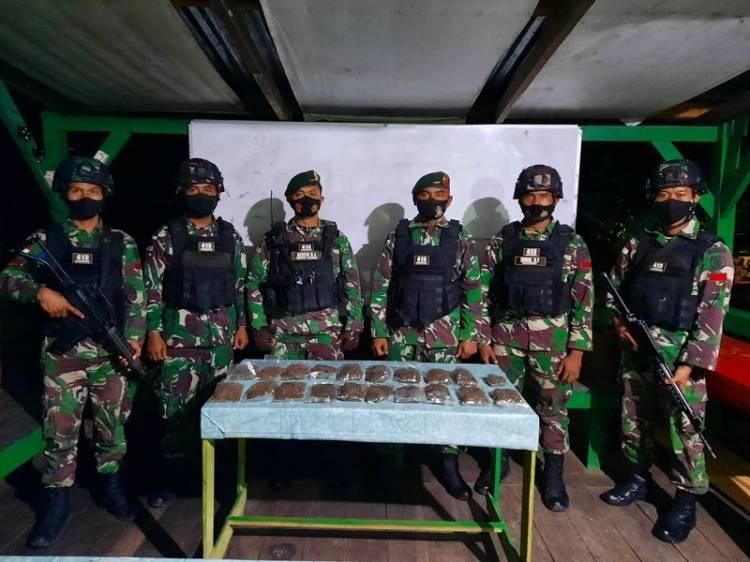 Satgas TNI Yonif 413 Kostrad Amankan Puluhan Paket Ganja Kering di Perbatasan RI-PNG