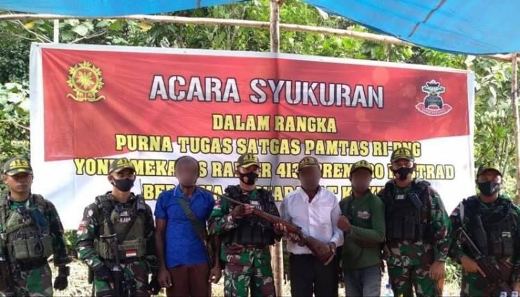 Satgas 413 Kostrad Pamit Pulang, Ternyata Kepala Suku Kampung Kufu Serahkan Senjata Rakitan dengan Sukarela