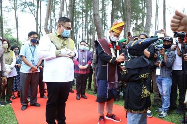 Ke Dairi, Sandiaga Uno Jadi Warga Kehormatan Suku Pakpak, Marga Kudadiri