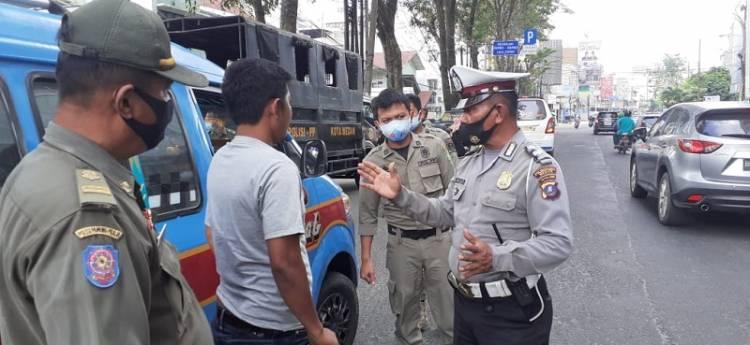 Razia Prokes Polsek Medan Baru, Warga Diminta Gunakan Masker dan Dilarang Berkerumun