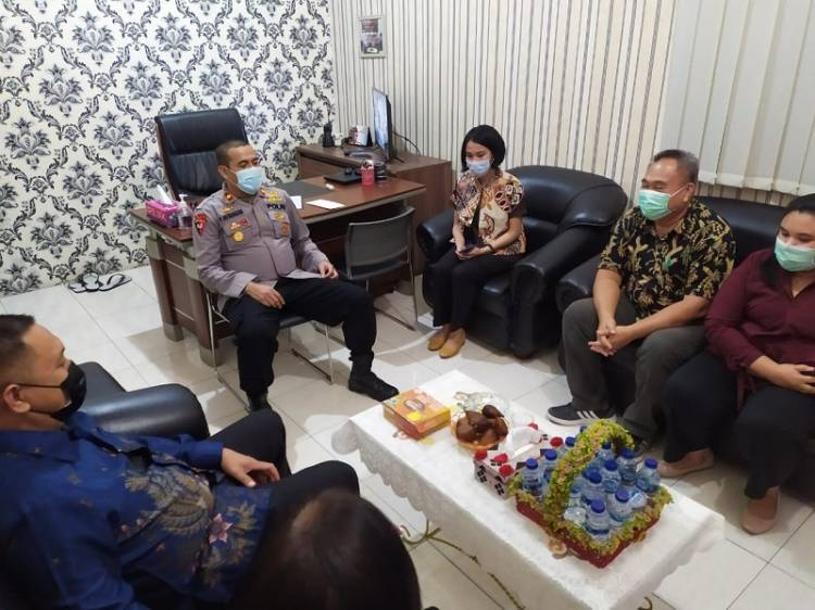 Kapolsek Medan Helvetia Jumat Berkah, Bantu Pembangunan Gereja GPdI Nafiri Allah Martubung
