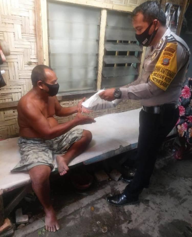 Polsek Medan Barat Gulirkan Bantuan 30 Karung Beras kepada Warga Kurang Mampu di Brayan