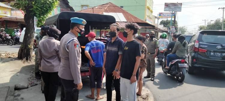 Razia Prokes, 22 Warga Terima Sanksi Sosial dari Polsek Medan Timur