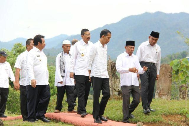 Sejak Dikunjungi Presiden Jokowi, Makam Ini Terus Ramai Pengunjung