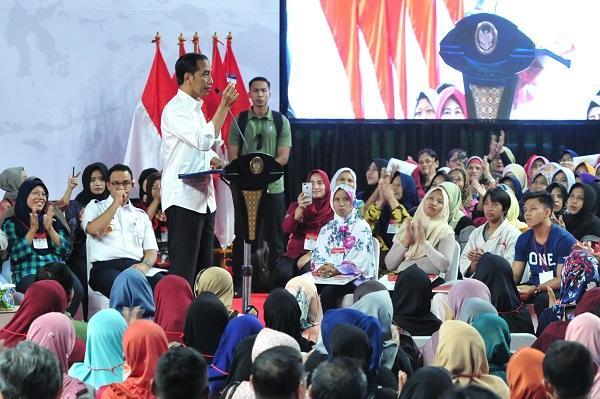 Presiden Jokowi: Setalah SD, SMP, SMA/SMK, Tahun Depan Akan Dikeluarkan KIP untuk Kuliah