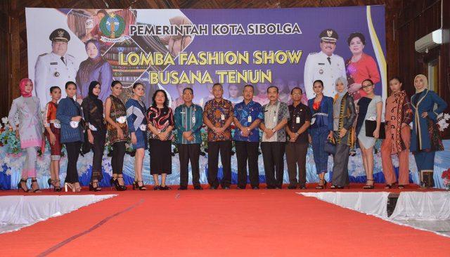 Meriahkan Hari Jadi ke-319, Pemko Sibolga Gelar Lomba Fashion Show Busana Tenun
