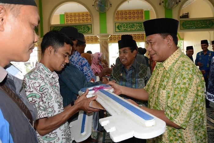 Bupati Deli Serdang Serahkan Kunci Bedah Rumah dan Meresmikan Dua Masjid