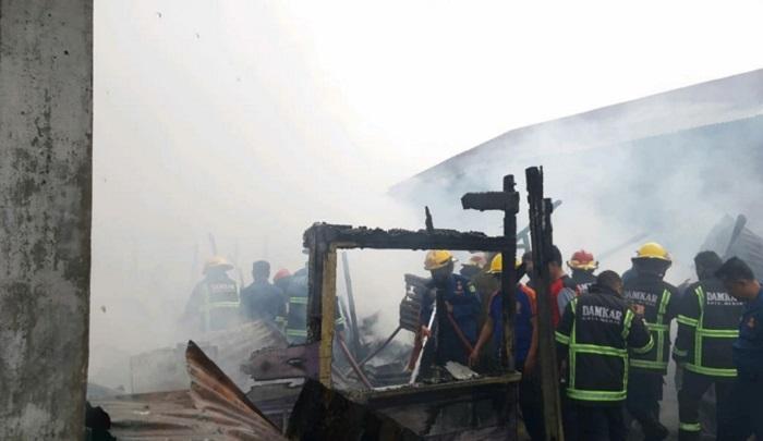 Dua Rumah di Jalan Menteng II Ludes Terbakar