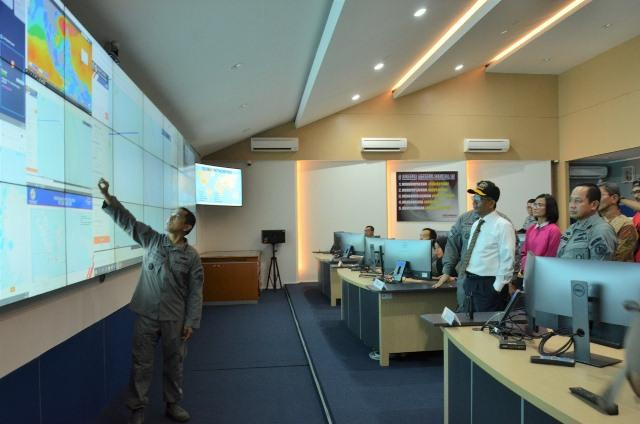 Maksimalkan Aturan Omnibus Law Keamanan Laut, Menko Polhukam Mahfud MD Kunjungi Puskodal Bakamla RI