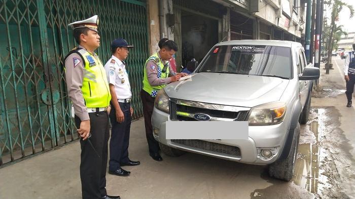 Razia Parkir Liar, Belasan Mobil Digembosi Satlantas Polrestabes Medan