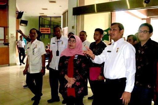 Pimpinan KPK Lili Pintauli Siregar Tinjau Dinas PMPTSP di Medan