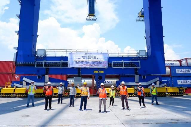Pelindo 1 Buka Rute Peti Kemas Internasional Perdana di Pelabuhan Kuala Tanjung Batubara