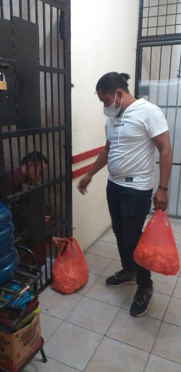Polsek Medan Baru Beri Makanan Tambahan Ubi Rebus kepada Tahanan Setiap Malam