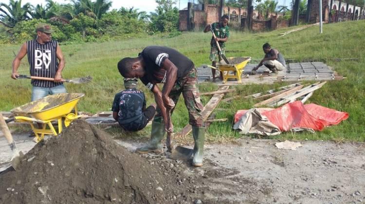 Gencarkan Pembuatan Batako, Kodim Boven Digoel Didukung Masyarakat Laksanakan Giat TMMD ke-110