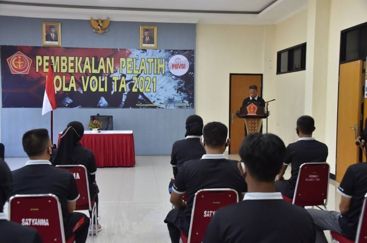 Kapusjaspermildas TNI Beri Pembekalan kepada Pelatih Bola Voli