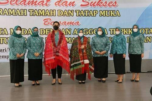 Kahiyang Ayu Ramah Tamah dengan Seluruh Anggota TP PKK Kota Medan
