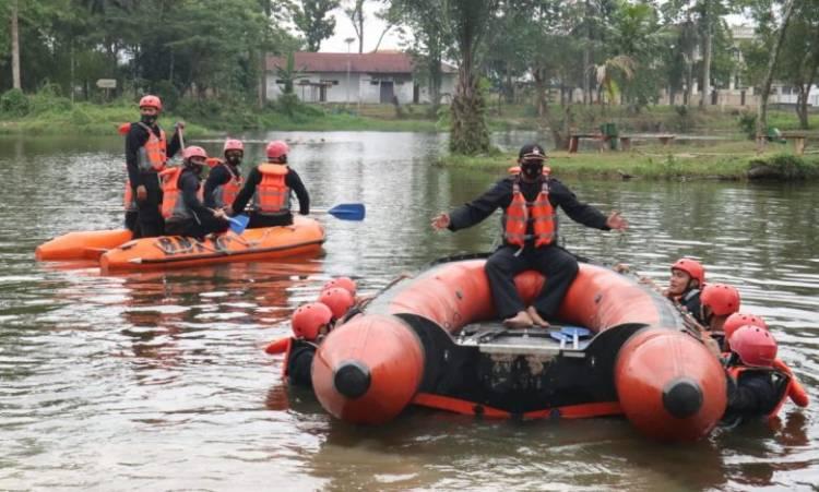 Brimob Polda Sumut Gelar Latihan SAR di Taman Cadika Medan Johor
