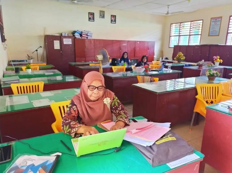 Desain Soal Ujian Madrasah, Begini Sinergi Guru MTsN 1 Labuhanbatu