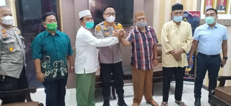 Kapolresta dan Kasat Reskrim Polresta Deli Serdang Mediasi Kekisruhan BKM Hingga Berdamai