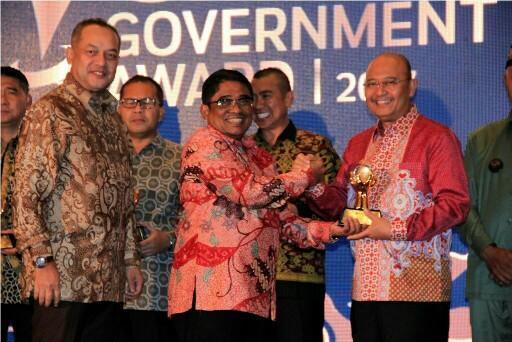Walikota Medan Menerima Government Award dari Mendagri