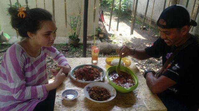 Hmmm, Lezatnya Olahan Jengkol di Warung Jengkol Ibu Lela di Binjai
