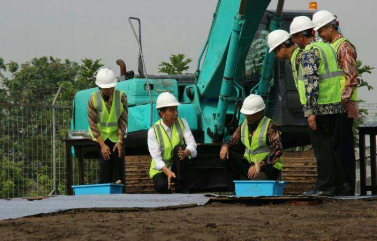 Presiden Jokowi: Kereta Bandara Adi Soemarmo Solo Harus Selesai 2018