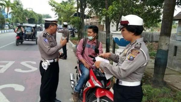 Satlantas Polres Deli Serdang Terapkan Tilang Bagi Pengendara Tak Pakai Helm dan Spion di Jalan Kota