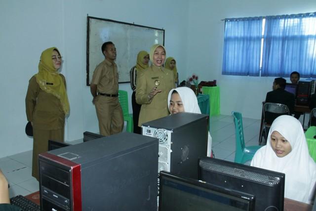 Tinjau Pelaksanaan UNBK, Wagubsu Berharap Sistem Pembelajaran SMK di Sumut Ditingkatkan
