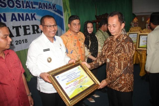Eldin Terima Award Tokoh Peduli Panti Asuhan