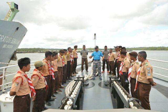 Pramuka Saka Bahari Timika Kunjungi KN Tanjung Datu-1101