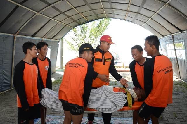 Bakamla RI Beri Pelatihan Evakuasi Korban di Laut kepada Nelayan