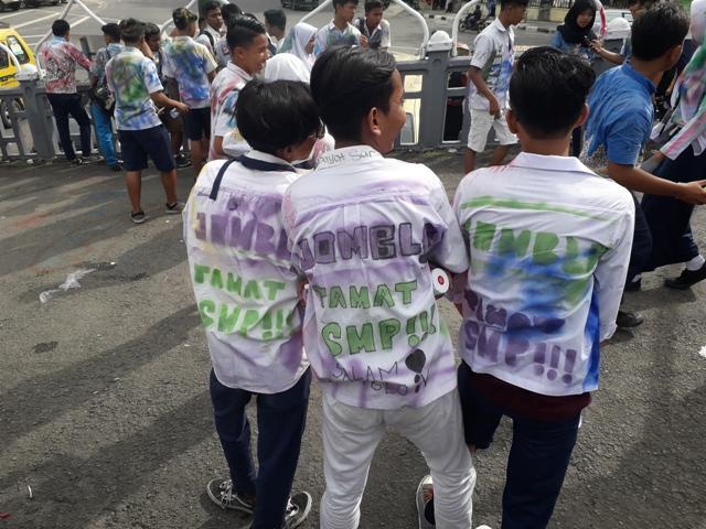 Usai UN, Giliran Anak SMP yang Coret-coret di Kawasan Lapangan Merdeka Medan