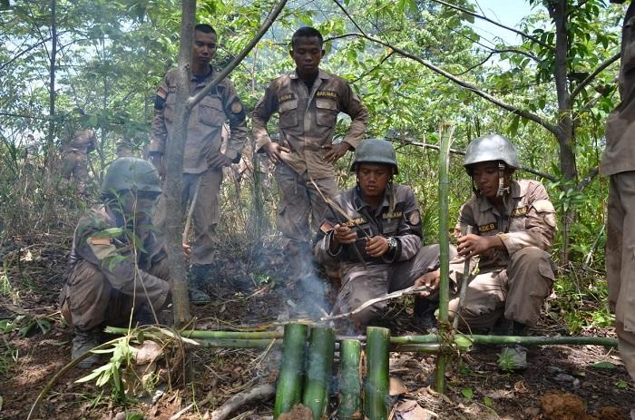 Paramiliter Bakamla Latihan Kompas Bintang dan Jungle Survival