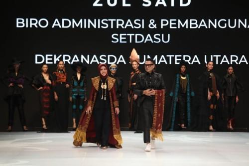 Busana Batik Medan Ikut Ambil Bagian di Ajang Indonesia Fashion Week 2019