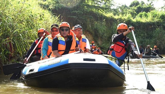 Peringati Hari Kesiapsiagaan Bencana, Gubsu dan Wakil Wali Kota Medan Susuri Sungai Babura