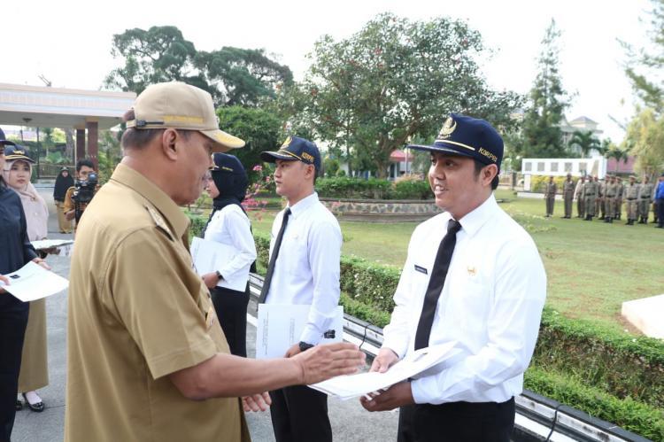Walikota Tebingtinggi Serahkan SK CPNS Formasi Tahun 2018