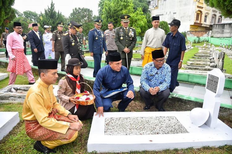 Awali Rangkaian HUT-71 Pemprov Sumut, Gubernur dan Rombongan Berziarah ke Makam Pahlawan