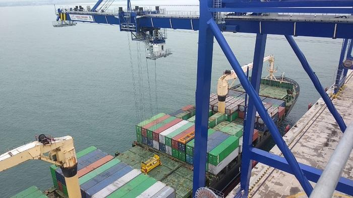MV Oriental Diamond Sandar di Pelabuhan Kuala Tanjung