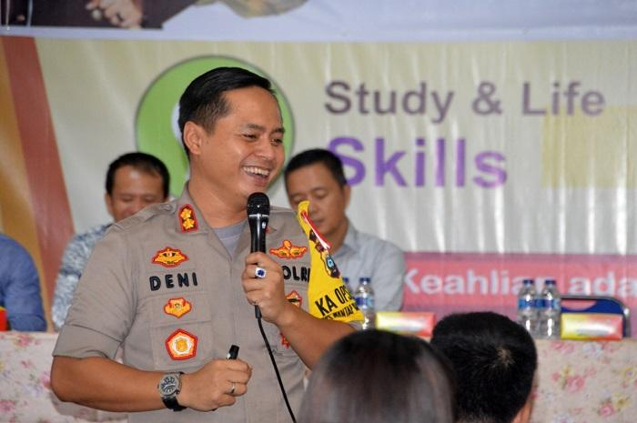 Ratusan Mahasiswa STIE Pembnas Nias Ikuti Kuliah Umum dari Kapolres Nias