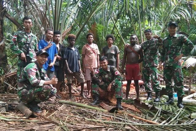 Pamtas Yonif 411 Patroli Simpatik di Bivak Pedalaman Hutan Sambleber Papua