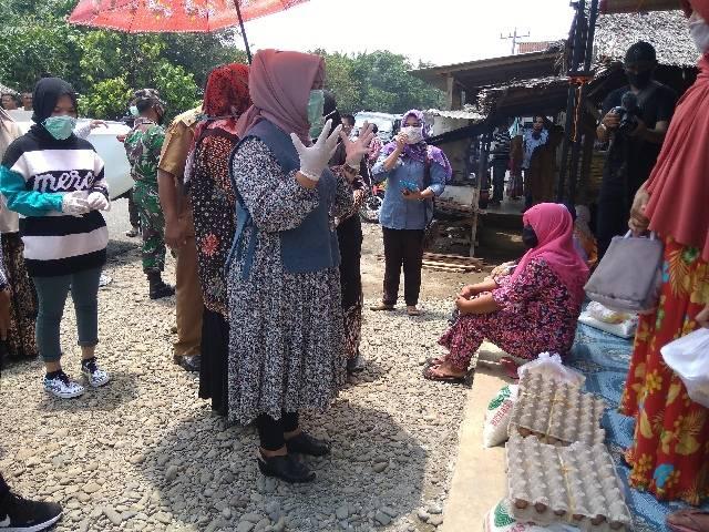 Sambut Ramadhan 1441 H, Keluarga Bupati Langkat Bergerak Bersama Berikan Sembako Warga Terdampak Covid 19
