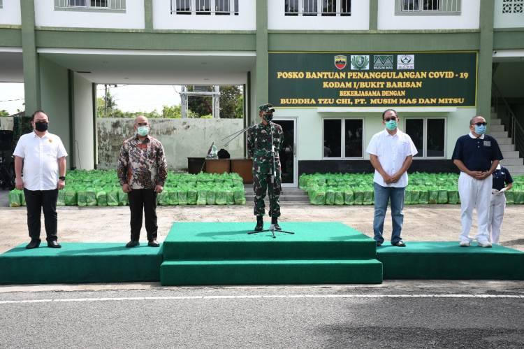Babinsa Bawa 15.000 Paket Sembako Bantuan dari Elemen Masyarakat dan Perusahaan Swasta